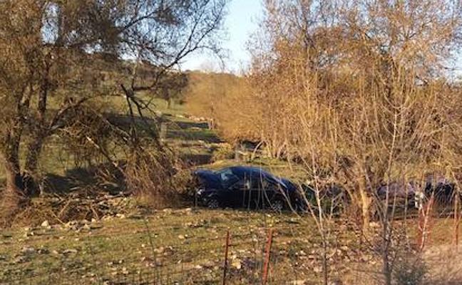 Una mujer de 66 años, herida tras una salida de vía de un turismo en la EX-107, en Alconchel
